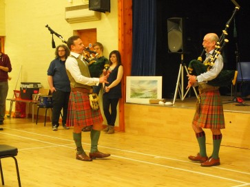 2 Pipers piping!